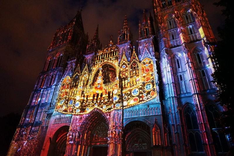 Illuminations de la Cathédrale de Rouen 2017 Cathedral Cathédrale De Lumière Fiers Et Conquérants Notre-Dame Rouen Built Structure Light Show Luminescence Night No People Projection Mapping Spirituality Tourism