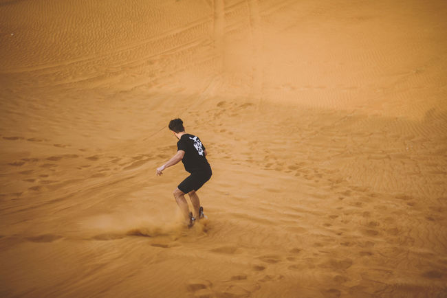 Baseball - Sport Beach Competition Dubai Full Length Leisure Activity Lifestyles Match - Sport One Person Outdoors Playing Racket Sport Real People Sand Sand Dune Sandboarding Sport Summer Tennis Tennis Racket UAE United Arab Emirates Vacations Weekend Activities Young Adult