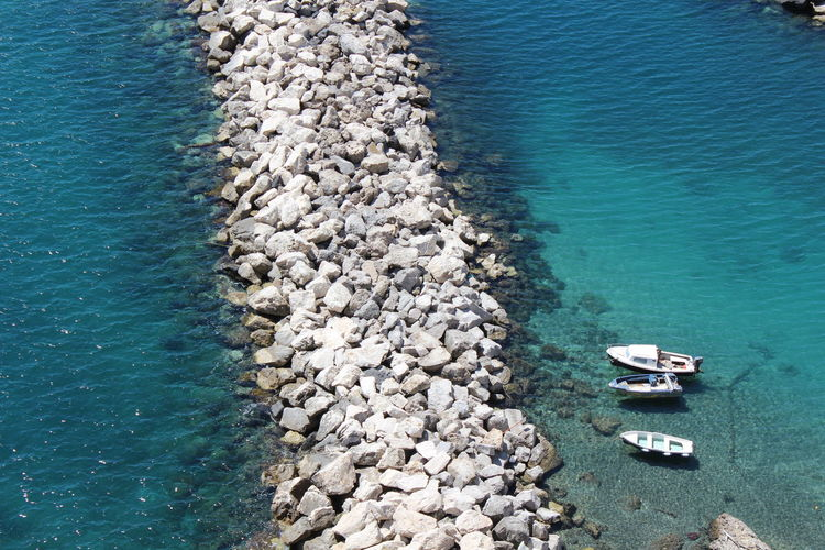 Always in love with the sea of the Mediterranean... http://www.raconets.com/es/2018/02/procida-2/ Sky Italy Sailing Travel Boat Island Napoli Calm Aerial View Port Mediterranean  Mar Viajar Escapada Procida High Angle View Nautical Vessel Raconets Water Sea Transportation Nature Day Beach Rock
