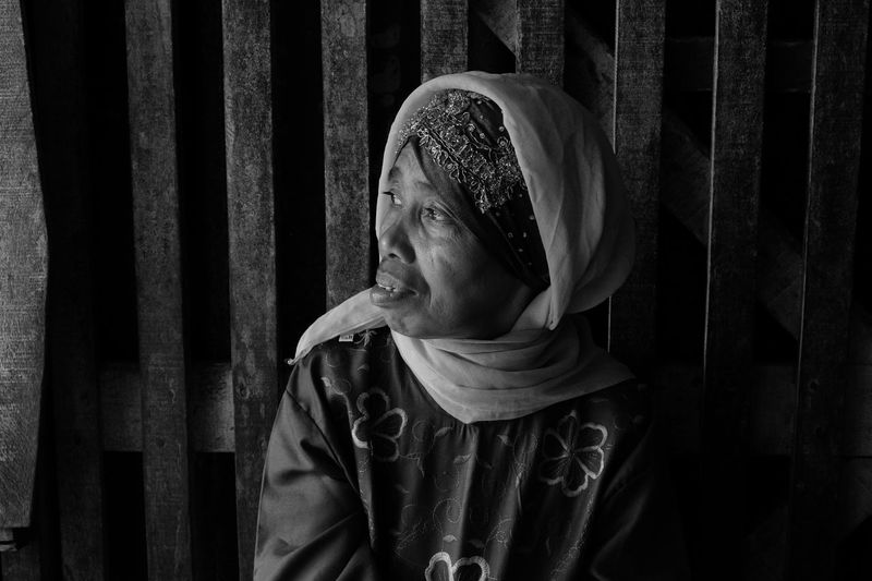 Human Face Human Interest Photo Streetlife Human Skin Humaninterestphotography Human Interest Human Interest Indonesia Mom Mature Women Mature Adult Indonesian Women Blackandwhite Photography Black And White Black & White