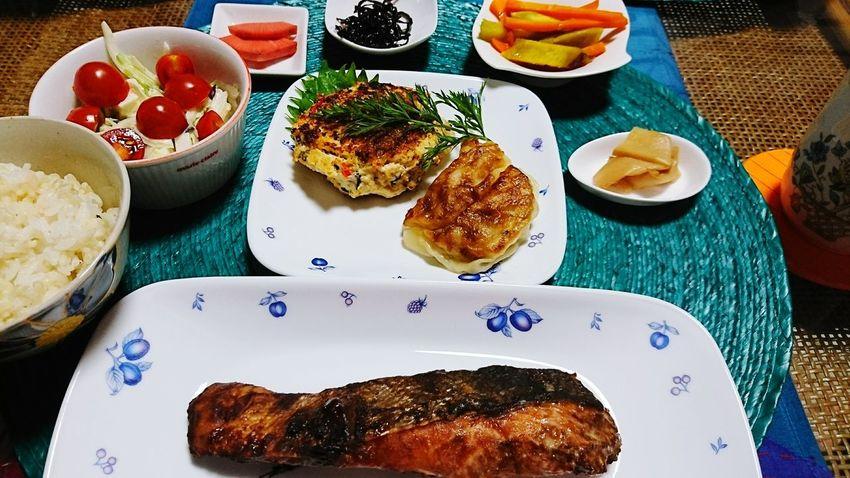 夜ごはん☆ Food Japanese Food Food Porn Healthy Eating Dinner Salmone ハンバーグ