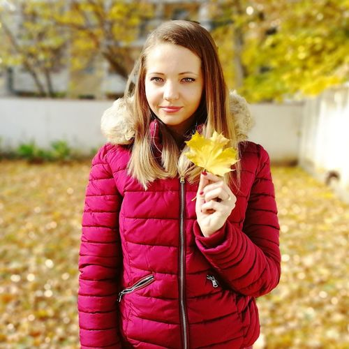 Girl Woman Honor9 Pink Color Red Color Colourful Nature Life Happiness Beautiful Leaves Leaf Autumn Colourful Autumn colors Smile Yellow Orange Color Hungary Love LoveNature Myhobby Wife Kindness Fresh Warm Clothing Portrait Standing Autumn Tree Looking At Camera Brown Hair City Close-up