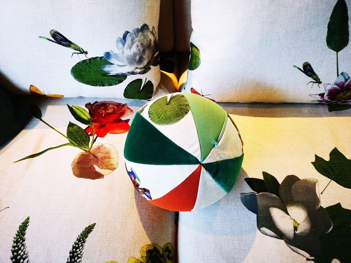 Design trends EyeEm Lifestyle EyeEm Design Design Interior MaterialDesign Pillows Multi Colored Painted Image Paper Leaf Full Frame Pattern Variation Art And Craft Creativity Craft Decorative Art