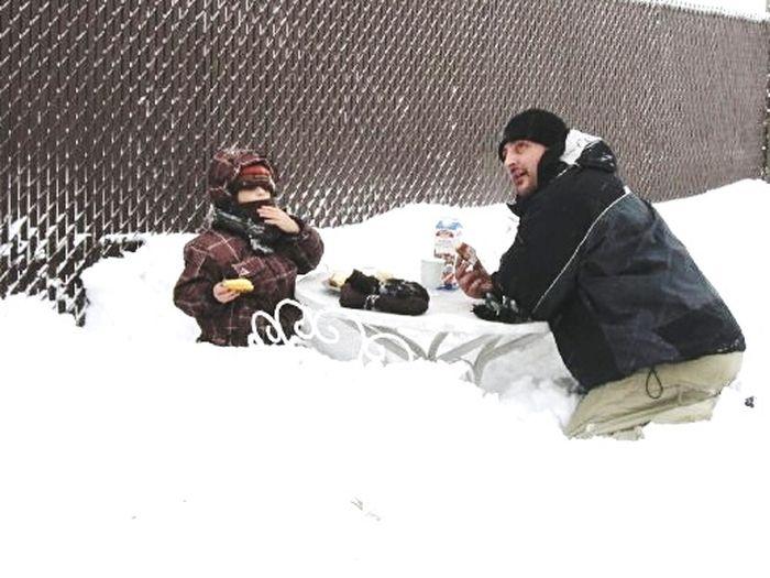 pause café sur la terrasse ☕🌼💞 Dady Winter Wintertime Kids Having Fun Time To Coffee Terrebonne Janvier 2018 Mes Amours My Love Best Time Whit My Kids