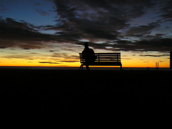 Sunrise on a bench in Napier, New Zealand Ben Cloud - Sky Man On Bench Napier Silhouette Silhouette Silhouettes Of A City Silhouettes Of People Silhouettes Of Sunset Sky Sunrise Tranquility Fresh On Eyeem