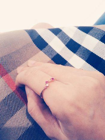 戴了四年的戒指昨天不小心弄丟了,只好幫自己再買一個類似款…
