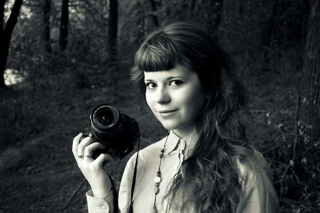 portrait, one person, one woman only, adult, holding, adults only, camera - photographic equipment, beauty, young adult, beautiful woman, one young woman only, only women, bangs, old-fashioned, outdoors, looking at camera, headshot, people, photography themes, day, nature