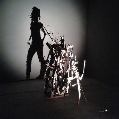Lexushybridart современное искусство такое же странное, как и современная жизнь. Смотреть экспонаты лучше всего с консультантами, без их объяснений аналогии вообще не понять.