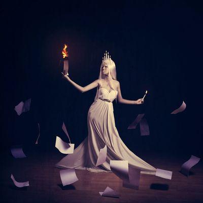 燒毀那些錯誤的資訊 BoShiuan Shiuanphoto Fine Art Photography Beautiful Woman Paper Fire Burning White Princess Keelung Taiwan Beauty Dark
