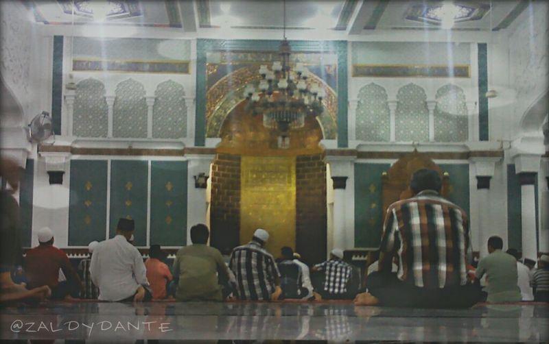 Quality Time Pray Activity Baiturrahman Mosque_2