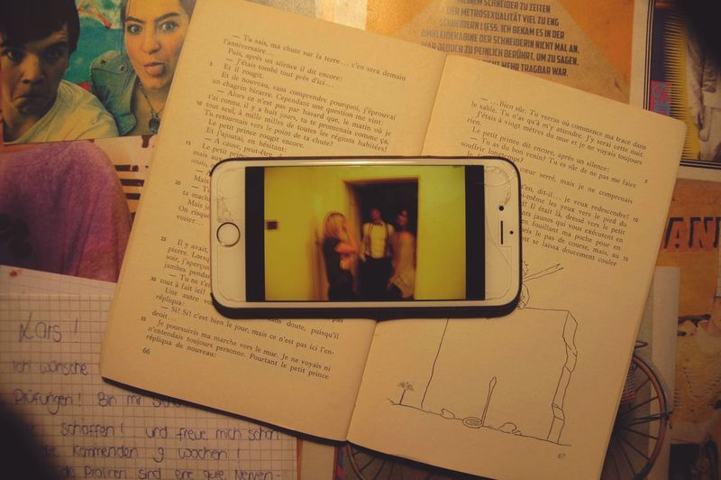 endless nights Babbel Conversation Book Wireless Technology Communication Mobile Phone Technology Indoors  Real People Little Prince Love Hateless Night Talks International Communications French German English Mobile Conversations