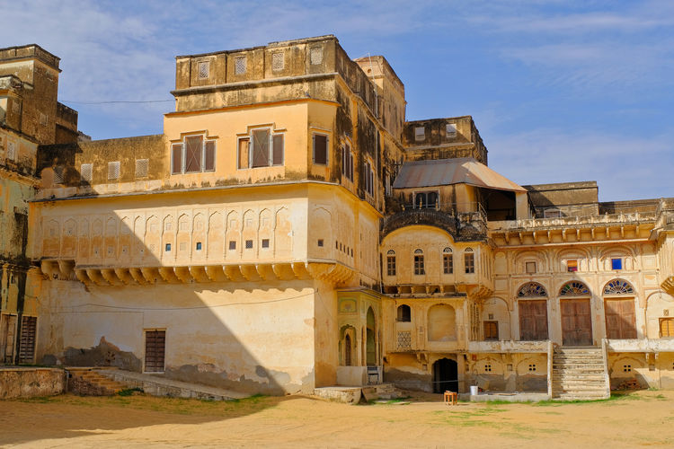 Historical building or Old Castle located in Mandawa, India. Historical Building Old Town Ancient Ancient Civilization Arch Architecture Building Building Exterior Built Structure Day Historical History Mandawa Nature No People Old Outdoors Sky Sunlight The Past Tourism Travel Travel Destinations Window