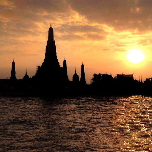 I Love My City Silhouette Wat Arun Bangkok Sunset Chao Phaya River IPhoneography Nightphotography Summertime Eye4photography  Seeing The Sights IPS2015Light Learn & Shoot: After Dark Spotted In Thailand