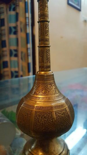 Perfume pot