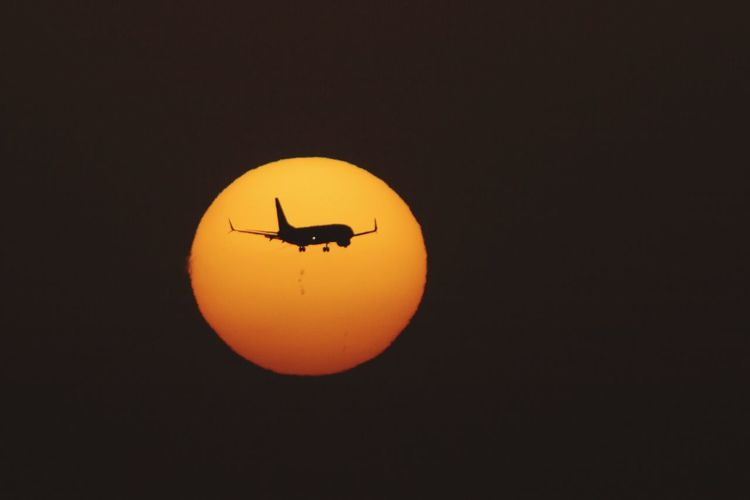 Plane Flying Sun Sunset Planes Sky Sunporn Avion Sunlight Silhouette Flying In The Sky Flying Plane Tenerife Tenerife Island Canary Islands Island Holiday Holidays Freedom
