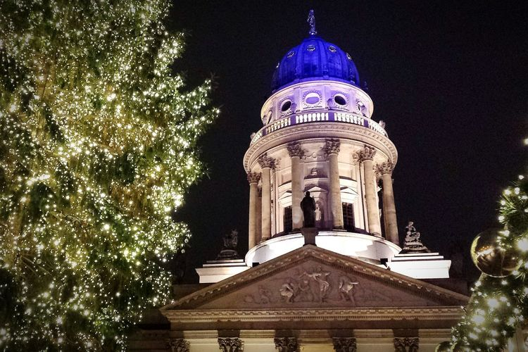 Best Christmas Lights at the Xmas Market at gendarmenmarkt in Berlin . Light And Shadow Night Lights Architecture Christmas Tree Dome