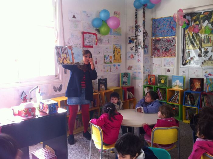 Kids learning with books in the kindergarden First Steps Indoors  Kids Kids Being Kids Kindergarden Room Kindergarten Real People Sitting Tales In Kindergarden Teachers Teaching