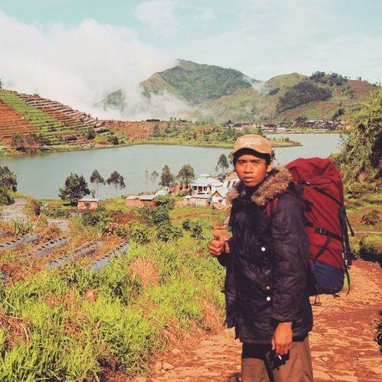 My trip my adventure, turun dari bukit sikunir, melihat keindahan telaga cebong, 4 gunung Maripiknik Outofthebox GoldenSunrise Merapi Merbabu Sindoro Sumbing Indotravellers Terjal Ricik Siul Sikunir Dieng Plateau Wonosobo Awesome Iloveindonesia