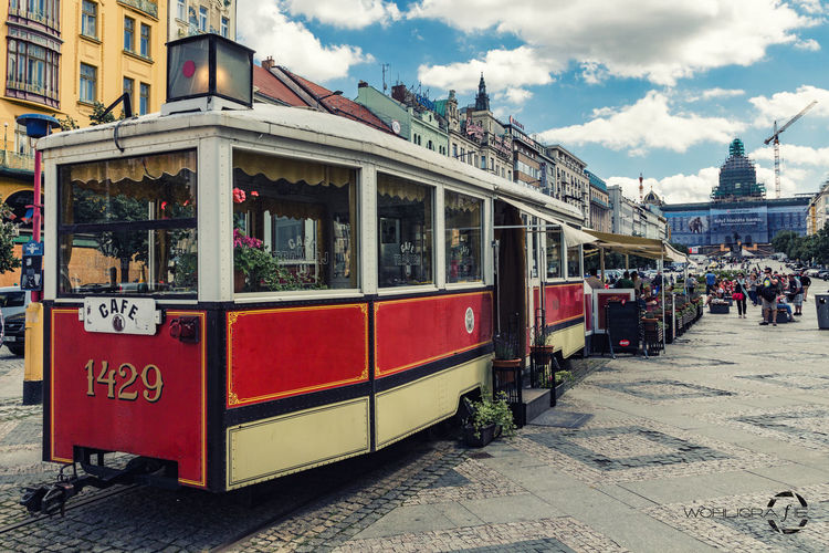An old Tram in Prag, now used as a Restaurant. Hanging Out Taking Photos Check This Out City Prague Praha ❤️ Traveling Travel Photography Hello World Beautiful Day Vacation Eyeemphotography Czech Republic Wenzelsplatz