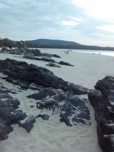 โขดหินบนหาดทราย