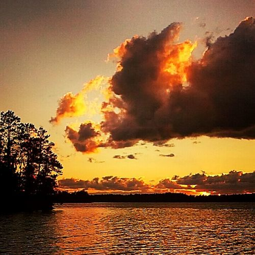 Cabin sunsets on Lake Vermilion, Minnesota Check This Out Nature Outdoors No People Colorful Cabin In The Woods Lakeshore Naturelovers Minnesota Nature Nature_collection Lake Vermilion EyeEm Nature Lover EyeEm Best Shots EyeEm Best Shots - Sunsets + Sunrise Sunset Sunset_collection Sunset Silhouettes EyeEm Gallery Nature Photography Minnesota North Woods  Colorful Sky Sky And Clouds Sky_collection Sunsets
