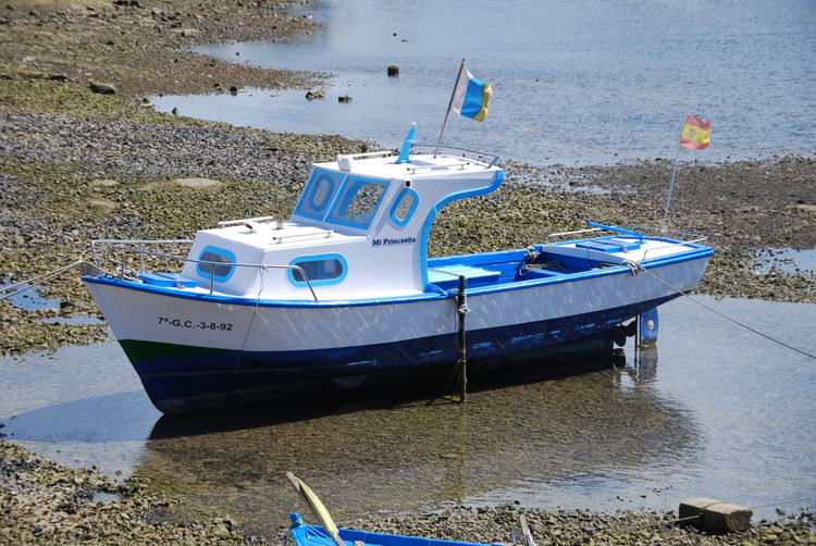 Beach Blue Blue And Withe Boat Boat Boats Boot Kleines Boot Mode Of Transport Moored Nautical Vessel No People Outdoors Sand Sea Shore Small Boat Transportation Water