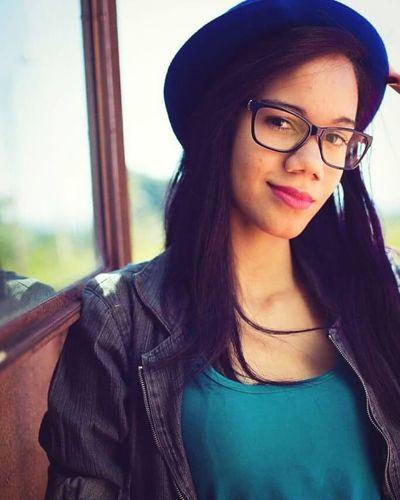 Hate Photography Look Retro Photo Vintage Style Stile Vintage Colors Hairpurple Purple Hair Happy :) Freedom Girl Hat Glasses Vintage Look Color Blue
