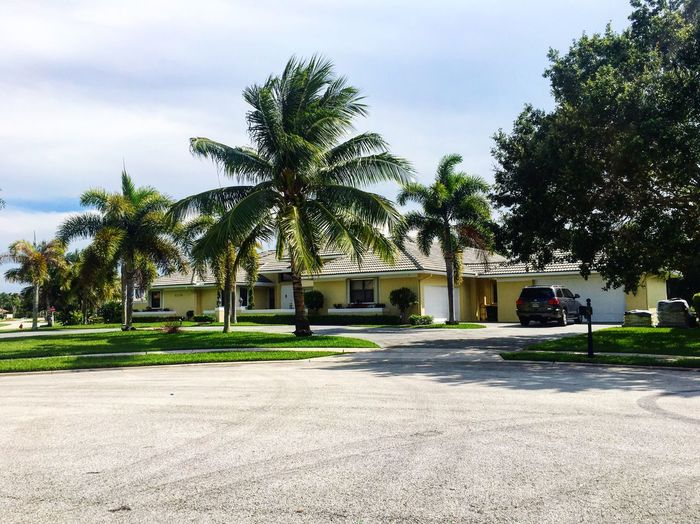 Boca Raton Florida House Neighborhood Culdesac