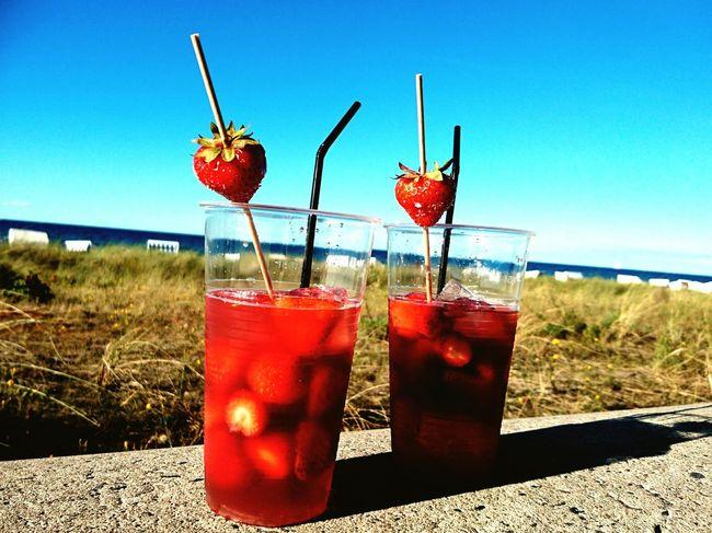 Cocktail Drink Holiday Beachtime Strawberry Togheter Ostseebad Kühlungsborn Wine Moments Strandspaziergang Beachlife Beach Day Strand ♥ Ostseeküste Beachview Ostseestrand Beach Photography Beach Beach Time Sea