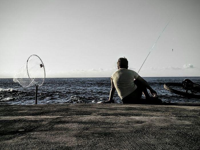 Niño Pescando. Tranquil Scene Sea