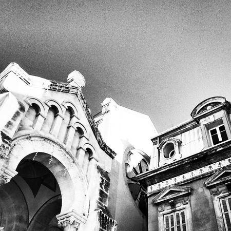 D'humeur, à faire du noir et blanc. Sanary sur mer. Church Streetphotography Sanary Sur Mer Captured Moment Blackandwhite Effect Photography