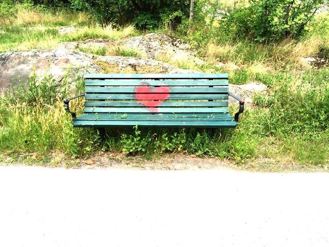 Kärlek har blivit så svårt att hitta sen det blev så lättillgängligt att ligga... Deepthoughts Loveisalosinggame Love Green Color Outdoors Hope Södermalm Stockholm