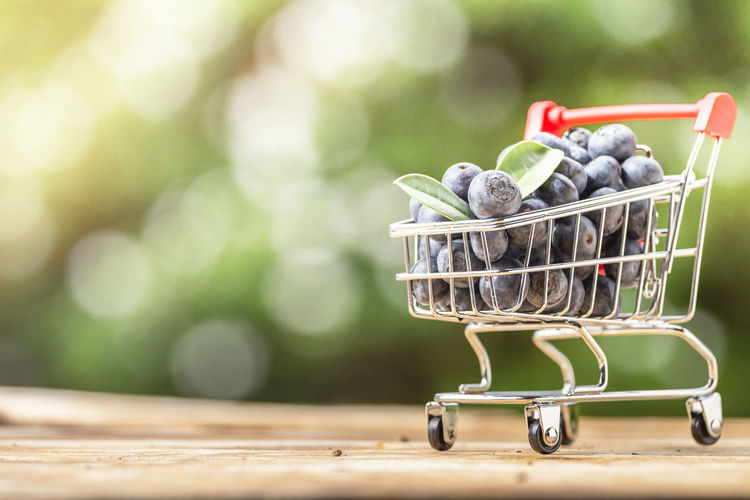 Fresh Organic Blueberries Basket Blueberry Business Close-up Consumerism Container Day Dieting Focus On Foreground Food Food And Drink Freshness Fruit Groceries Healthy Eating Large Group Of Objects No People Outdoors Retail  Selective Focus Shopping Cart Wellbeing Wood - Material