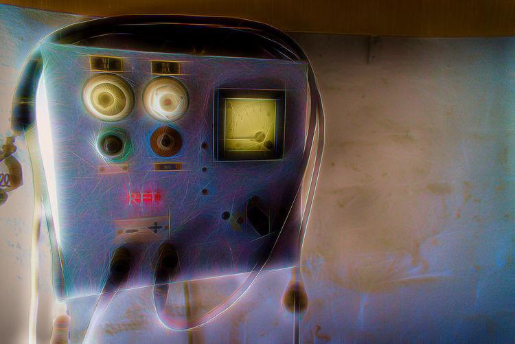 Altes DDR-Auto-Ladegerät, gefunden in unserer Garage in Halle. Day Filter Garagenfund Illuminated Indoors  Ladegerät Ladestation No People Technology