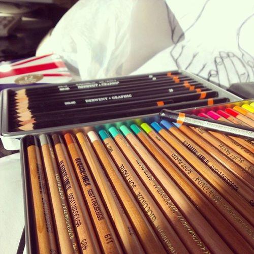 Kolejny dzień spędzony w szkole <3 (wiem, że są ferie, wiem...) Kredki O łówki Pastele Kooh -i-noor derwent pencils colorpencils rainbow holdinghands plastyk olsztyn Miłego dnia! ;)