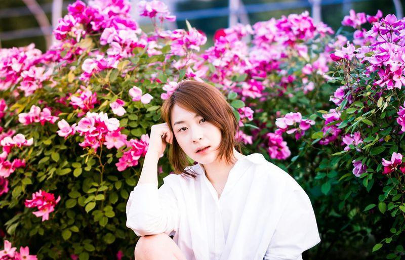 Flowers Eye4photography  EyeEm Best Shots Beauty Faces Of EyeEm Girl Portrait Portrait Of A Friend Model EyeEm Korea