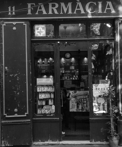 Artist presenting his work to the pharmacist Barcelona Black & White Pharmacy Recursion Painting Recursive Store