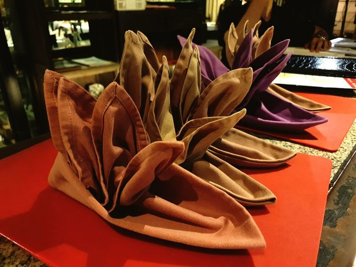 Napkin folding is an art on the is used in many finedining restaurant. Restaurant Flowers Finedining Napkins NapkinFolding Tablesetting Napkinart Napkinflowers Birdofparadise Table Setting Close-up