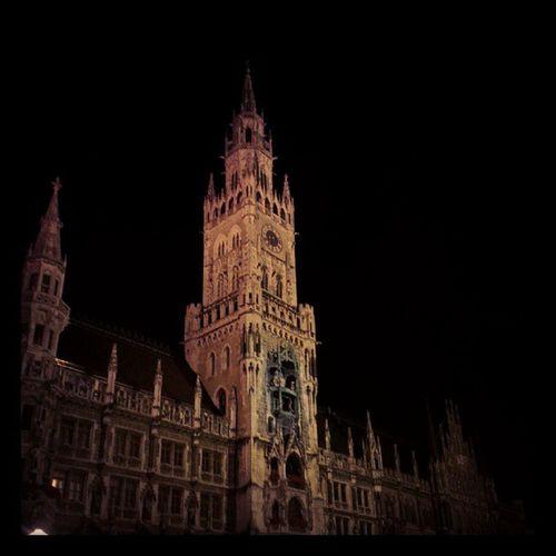 Das alte Rathaus von #München bei #Nacht. #Munich #ThomyonTour Munich München Nacht Thomyontour