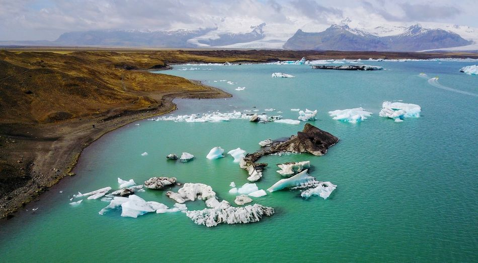 Icebergs in jokulsarlon, iceland