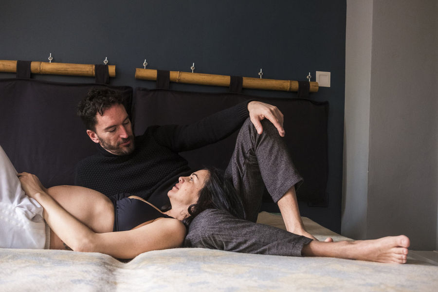 nice couple at home on the bed in the morning wake up Complicity Family Romantic Adult Bed Casual Clothing Couple - Relationship Front View Full Length Furniture Indoors  Lifestyles Lying Down Men Mid Adult Men People Pregnant Real People Relaxation Togetherness Two People Waiting For A Baby Young Adult Young Women