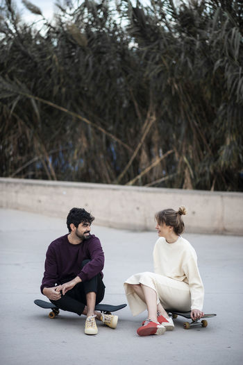 Skate moments Real People Full Length Two People Tree Lifestyles Sitting Women Day Leisure Activity Casual Clothing Focus On Foreground Front View Young Men Barcelona Skate Skatepark Young Adult Adult Nature Togetherness Men People Looking Couple - Relationship Outdoors