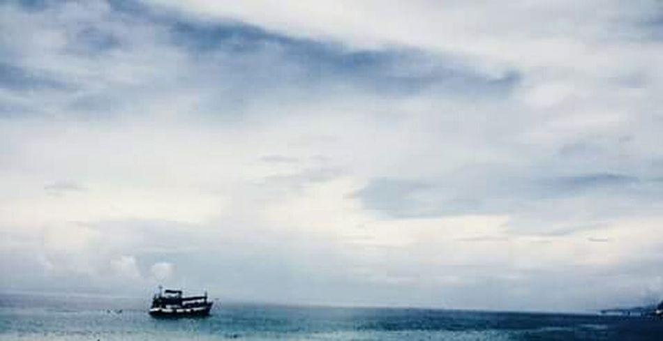 """""""บางครั้งฉันก็ไม่รู้ว่ากำลังตามหาอะไรอยู่ เหมือนเรือเล็กที่แล่นอยู่ในทะเลใหญ่"""" Ocean In My View"""
