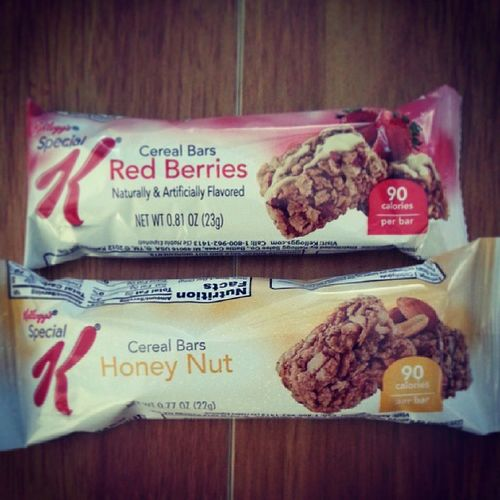 Food_magazine Snack Time Kellogg 's cereal bars redberries honey nut low calories