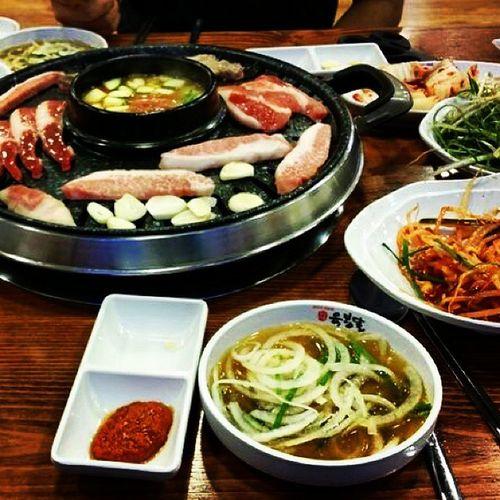 Dinner YuGanne Foodphotography Foodporn Koreanfood Kimchi Samguepsal