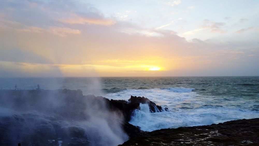 Côte sauvage Cliff Tempête Storm Sea Sunset Wave Nature Power In Nature Beauty In Nature No People Water Outdoors