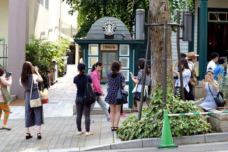 Starbucks Coffee Woman People Women Trees Tree Old House Leaf Leaves Sloping Road Kobe, Japan