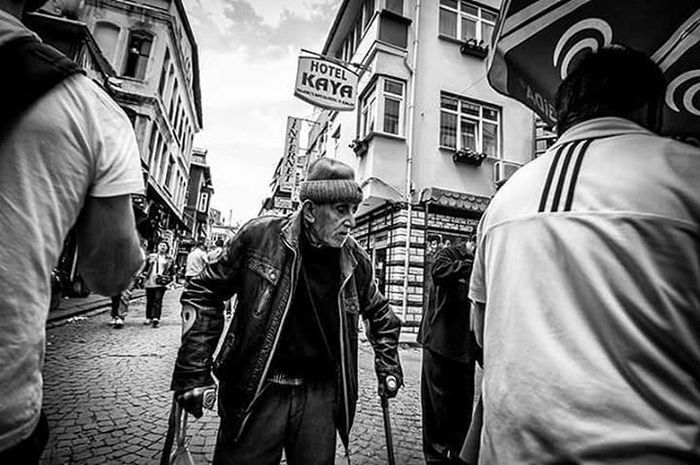 Hard life Canon 7D / 11-18 Wwım13 Instagramers Man Canon Oldman People_and_world Hardlife Wwım13goldenhorn Bw_istanbul Blackandwhite Bw Followforfollow Turkishfollowers Streetphotography Infinity Yabangee Photooftheday Follow4follow Photoshoots Photography Ig_photo Aniyakala Followme Instapic Instacool kadrajgezginleri twitter instagram shoot2kill instagoodness