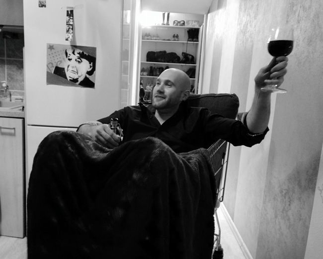 Day 306 - Home Party Berlin Blackandwhite King Wine Beer Home Party 365florianmski 365project Day306