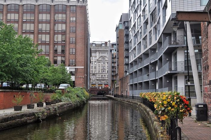 Canal running through the city. Adapted To The City Architecture Building Exterior Built Structure Water Canal City Reflection Tree Bridge - Man Made Structure Outdoors Cultures No People Day Nature EyeEm Gallery Canals And Waterways River In The City EyeEm Best Shots City City View  Eyeem Market Cities Of Europe EyeEm Masterclass City Landscape